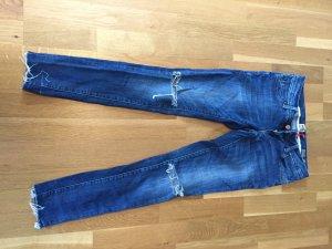 Jeans mit offenen Knien