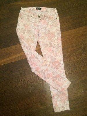 Jeans mit Pastell-Blumen
