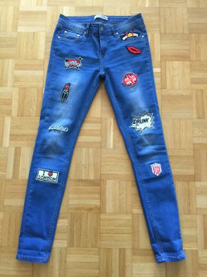 Jeans mit Patches S