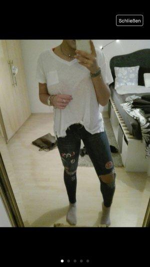 Jeans mit Patches und Lächern