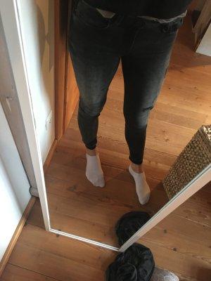 Jeans mit Rissen und ausgefranstem Saum