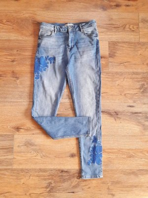 Jeans mit Stickerei blau Gr. 36