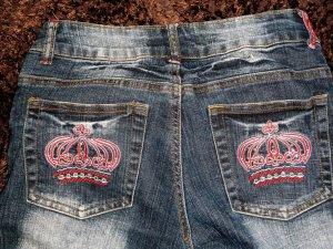 Jeans mit stickerein