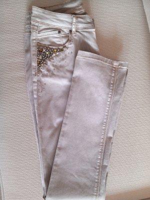 Jeans mit Strass und Nieten