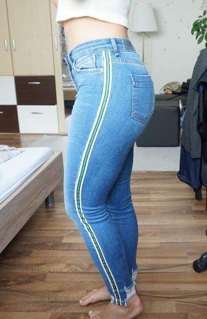 Jeans mit Streifen an den Seiten