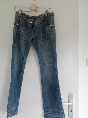Jeans mit Totenköpfen