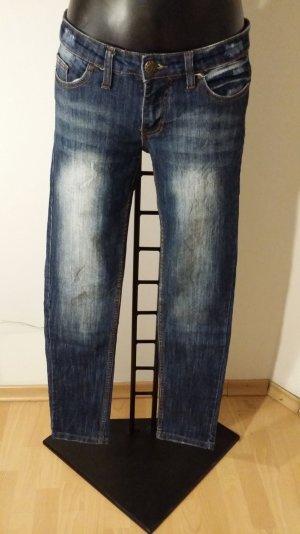 Jeans mit weißen Streifen