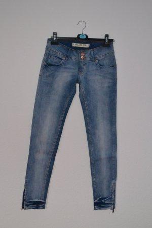 Jeans Röhre Reissverschluss neuwertig