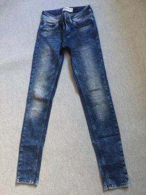 Jeans / Röhrenjeans / Skinnyjeans von Vero Moda - Gr. S / 26/37