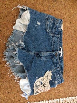 Jeans Short mit Strickaplikationen