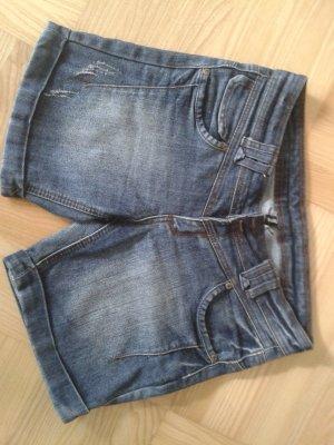 Jeans-Short mit tollen Details