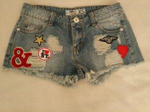 Jeans Shorts Hot Pants mit Patches von Fishbone Gr.XS NEU und ungetragen!