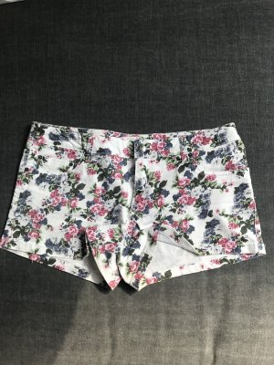 Jeans Shorts / Hotpants mit Blumenmuster