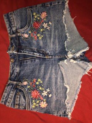 Jeans Shorts mit Blumenstickerei