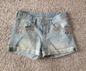 Jeans-Shorts mit Dekosteinen von H&M