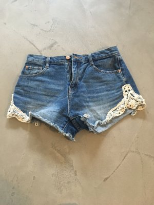 Jeans-Shorts mit Spitze // Zara