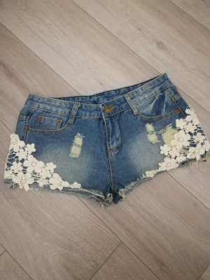 Jeans Shorts Used Distroyed Häkel Blumen Nieten