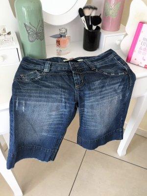 Jeans Shorts Used Look und Waschungen und vielen Details