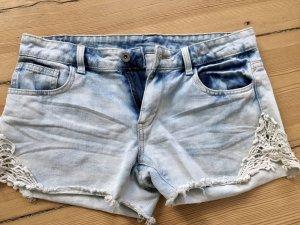 Jeans Shots mit der Strickerei