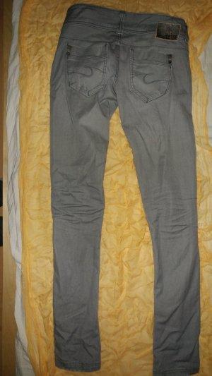 jeans skinny biker schick figurbetont knackpo