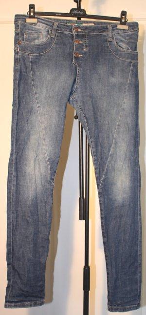 Jeans - Slim/Boyfriend Schnitt - mit Herzapplikation