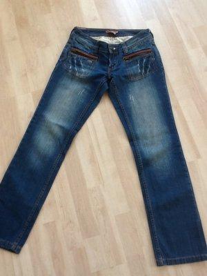 Jeans von Castro in Gr. 36 mit verspielten Taschen