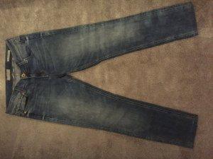 Jeans von der Marke Guess