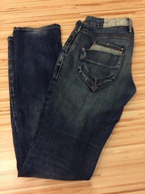 Jeans von Fornarina.