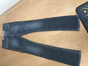 Jeans von Polo garage, Gesässtaschen, aufwendige Stickerein an der Seite