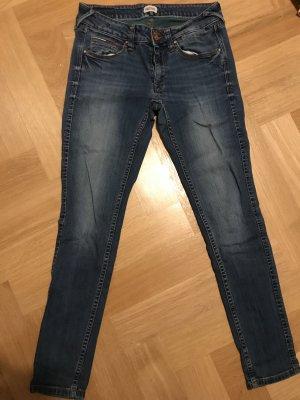 Jeans von Tommy Hilfiger zu verkaufen