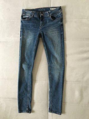Jeans von Zara, ausgewaschenes Blau