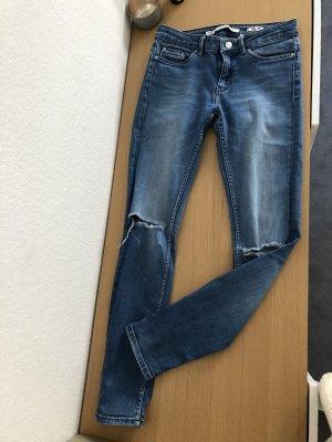 Jeans Zara mit Cut am Knie wie neu 34