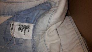 Jeansbluse mit toller Stickerei