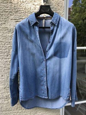 Jeanshemd, leichter weicher Stoff , innen mit Blümchenstoff verziert