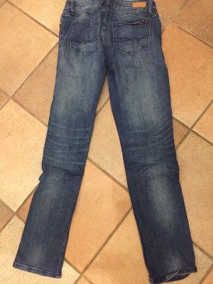 Jeanshose der Marke Tommy