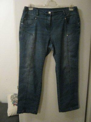 Jeanshose in der Kurzgröße 23