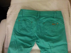Jeanshose in Trendfarbe grün