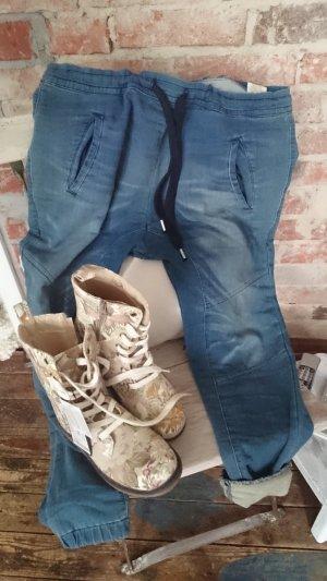 jeanshose mit etwas tiefem schritt aus italien