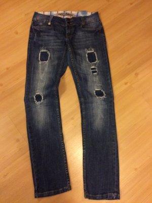 Jeanshose mit Flickenmuster