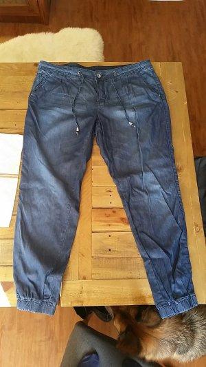 Jeanshose mit Gummizug am Bein