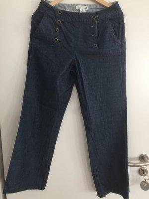 Jeanshose mit Knöpfen