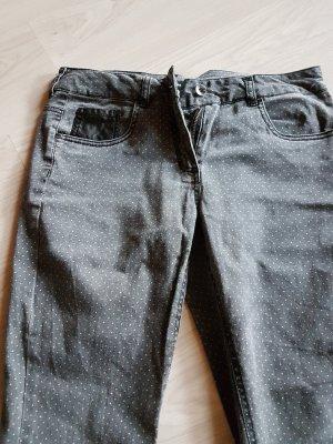 Jeanshose mit Punkten