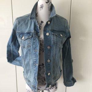 Jeansjacke in hellblau von Zara