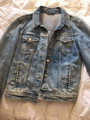 Jeansjacke in heller Waschung von Hallhuber