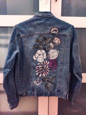 Jeansjacke mit Blumenprint