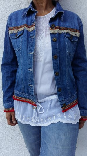 Jeansjacke mit bunten Details und Fransen