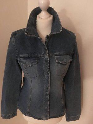 Jeansjacke mit Druckknöpfen