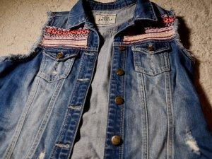 Jeansjacke mit Farbmuster
