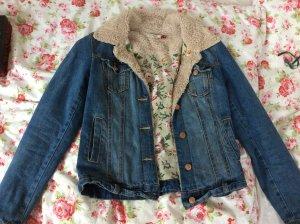 Jeansjacke mit Felldetails am Kragen