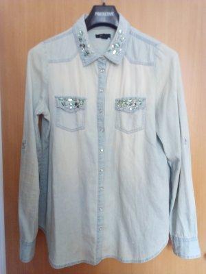 Jeansjacke mit geschmücktem Kragen aus grünen Steinchen